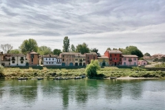 Borgoticino-quartiere-Pavia-case-colorate-fiume-Ticino
