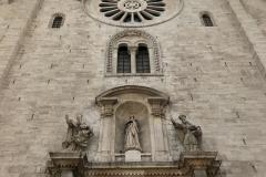 cattedrale-di-san-sabino-bari-facciata-romanica-vista-dal-basso