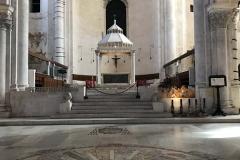 cattedrale-di-san-sabino-bari-intersio-marmoreo-del-pavimento-davanti-al-presbiterio-e-al-ciborio