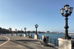 lungomare-di-crollalanza-bari-lampioni-sul-mare