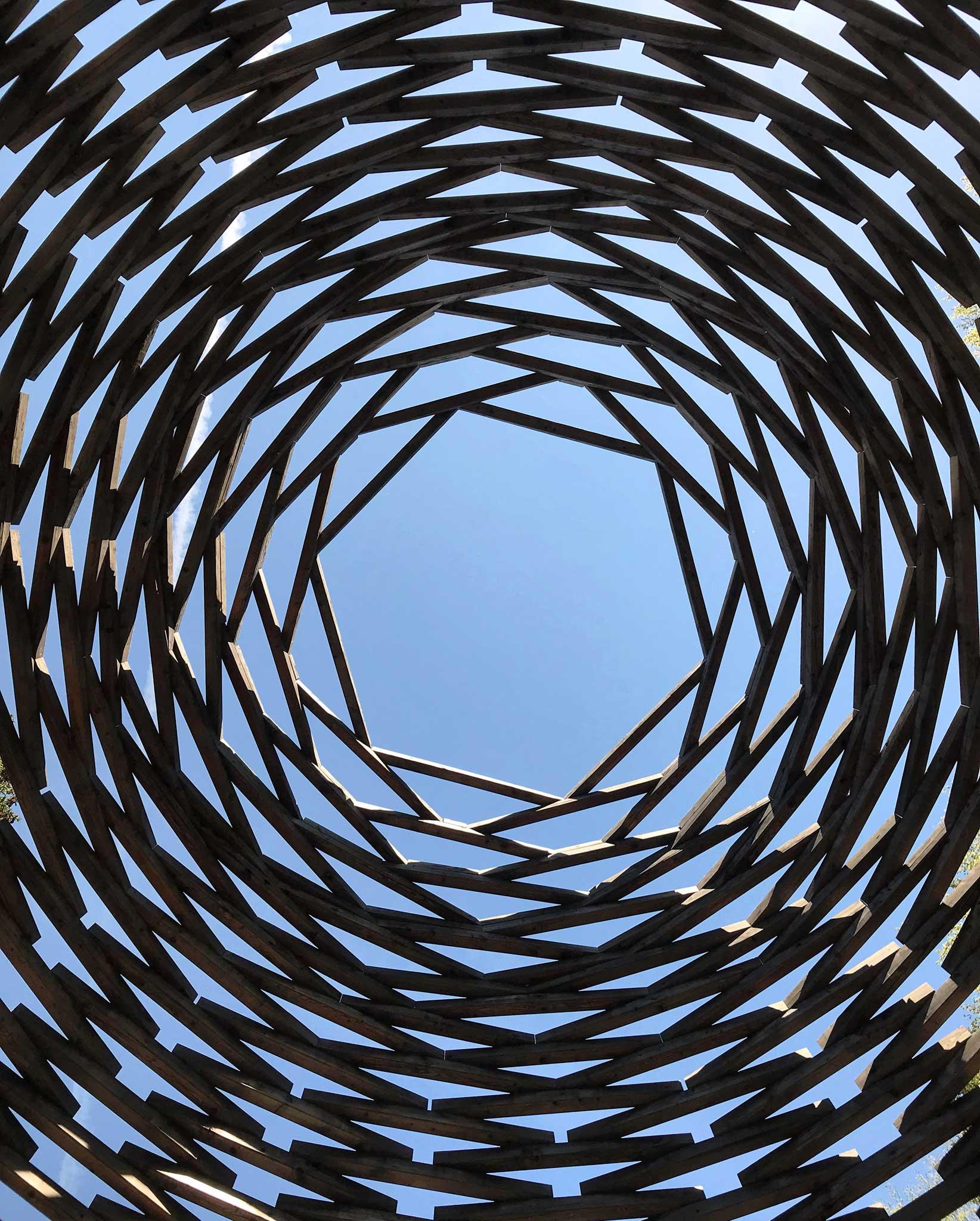 Arte-Sella-Valsugana-land-art-Wilder-2013-buco-esagonale-cielo