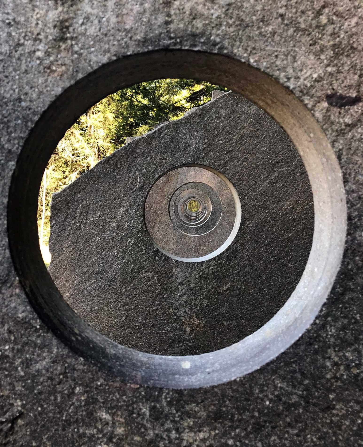 Arte-Sella-Valsugana-land-art-Lelong-2008-buchi-porfido