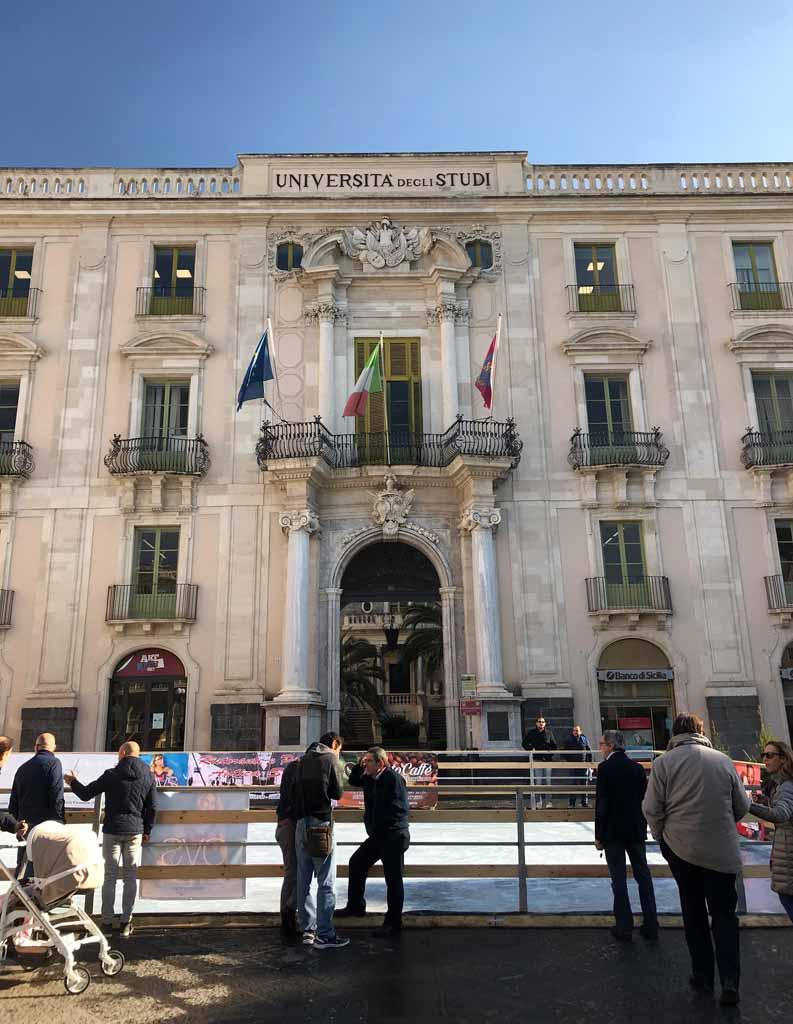 facciata-di-palazzo-san-giuliano-in-piazza-delluniversita-a-catania