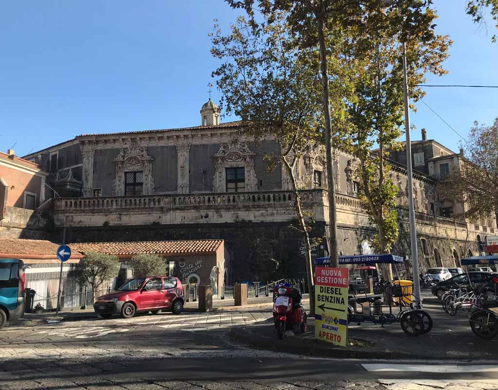 palazzo-biscari-catania-visto-da-via-cardinale-dusmet