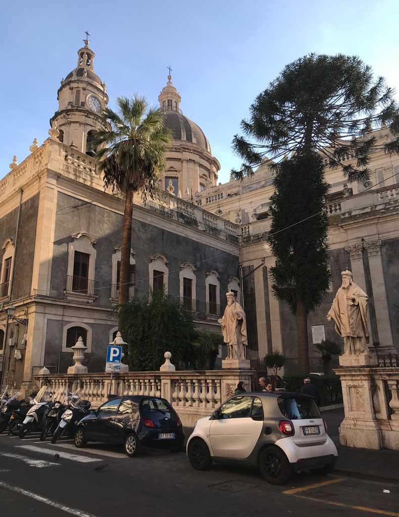 lato-della-cattedrale-di-santagata-di-catania-giovan-battista-vaccarini