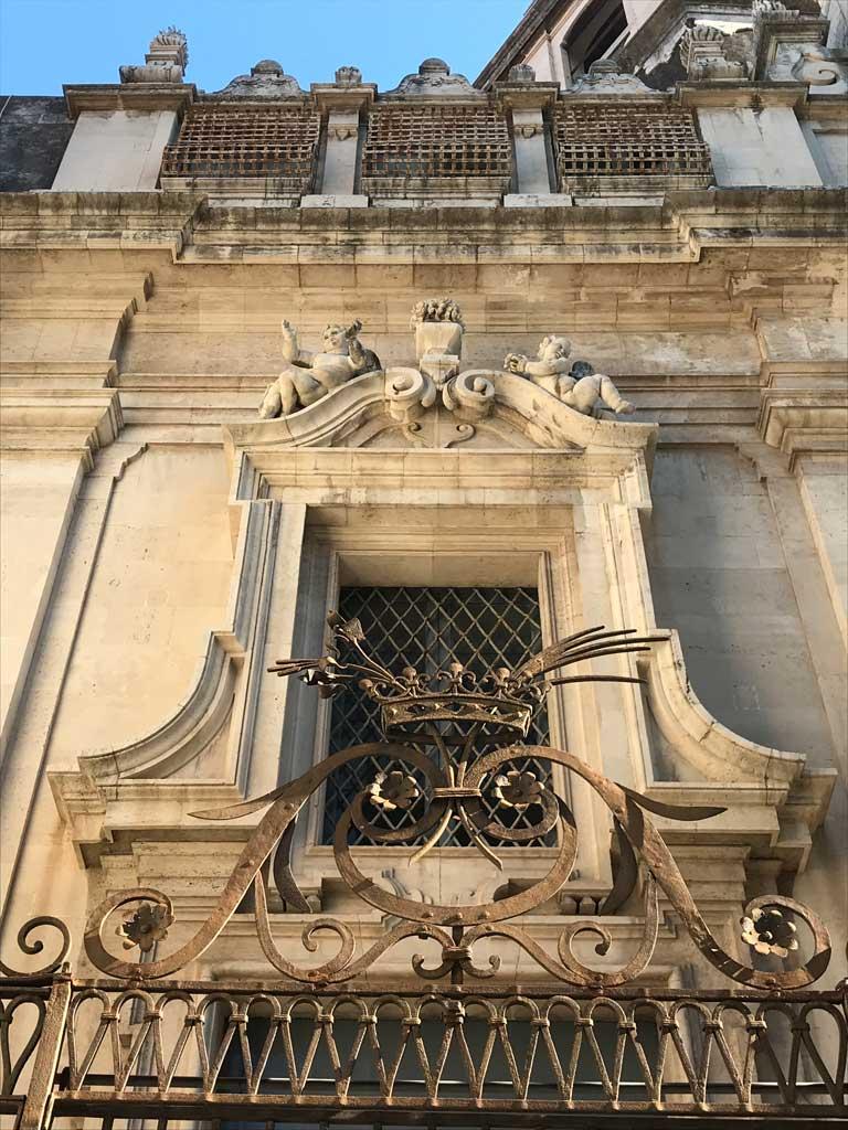 via-crociferi-catania-dettaglio-di-una-chiesa-in-stile-barocco