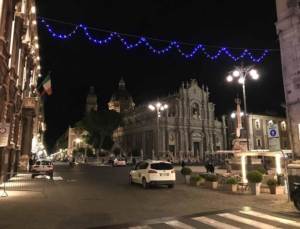 piazza-del-duomo-di-catania-cattedrale-di-santagata-di-notte