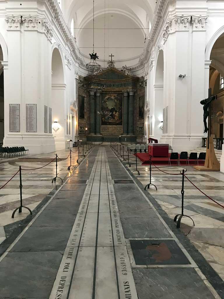 chiesa-di-san-nicolo-larena-catania-meridiana-di-peters-e-sartorius-nel-transetto