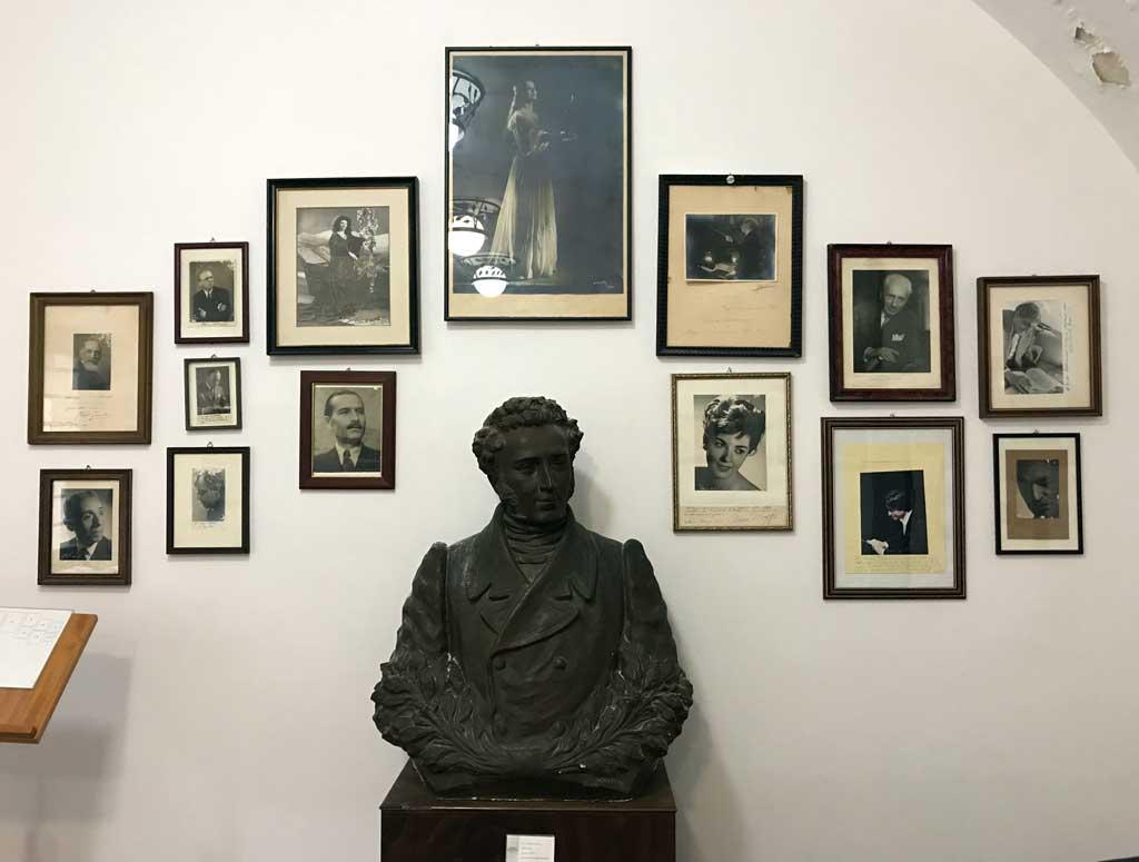 museo-civico-belliniano-catania-statua-di-vincenzo-bellini-fotografie
