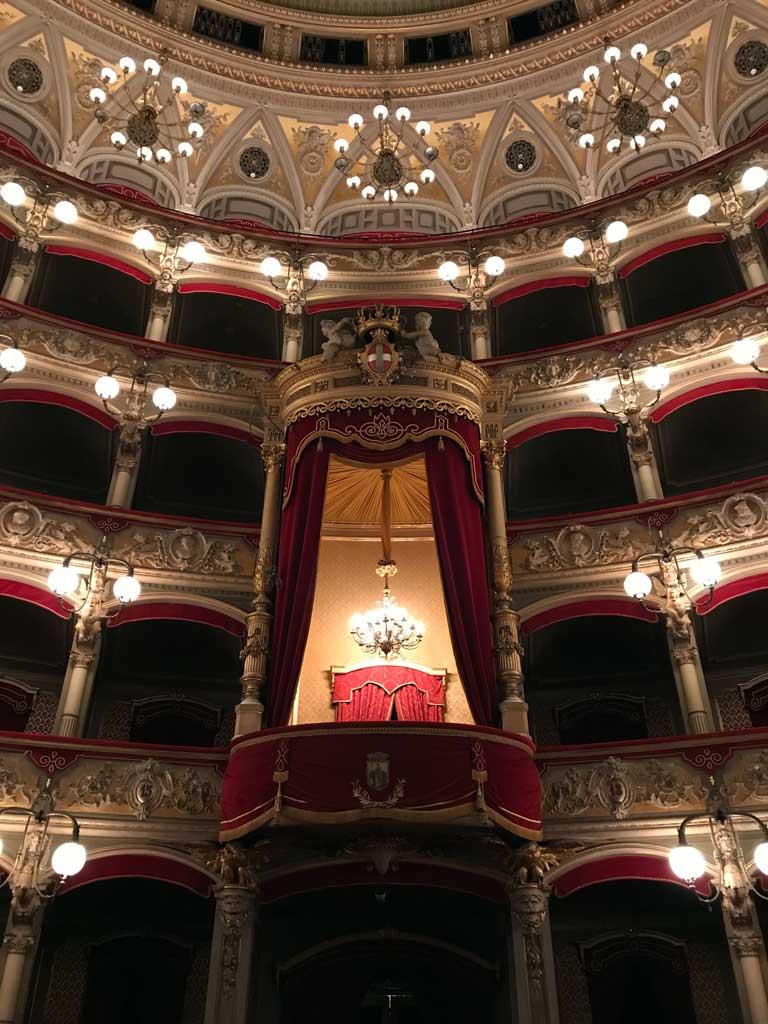 teatro-bellini-catania-palco-reale-luci-accese