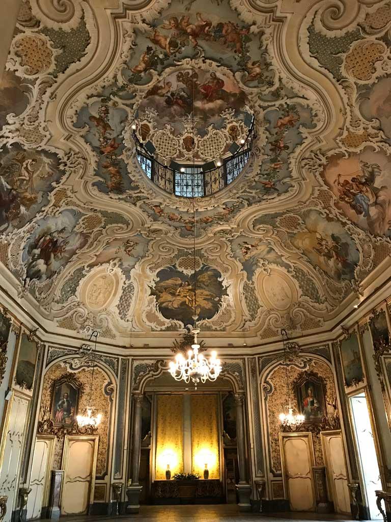 Palazzo-biscari-catania-salone-delle-feste-decorazioni-stile-barocco