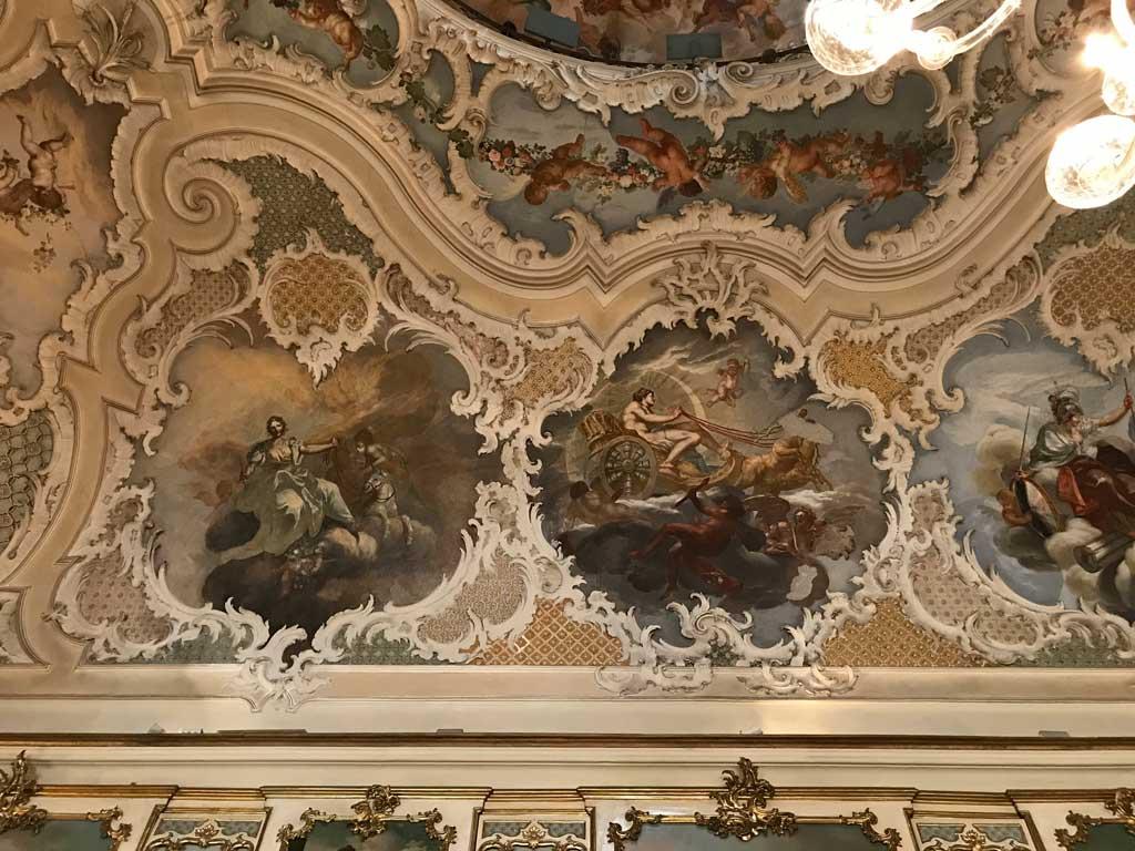 Palazzo-biscari-catania-salone-delle-feste-dettaglio-della-decorazione-barocca