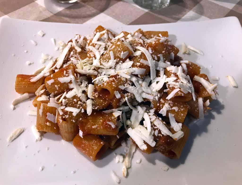 pasta-alla-norma-ristorante-a-casa-di-pino-via-garibaldi-catania
