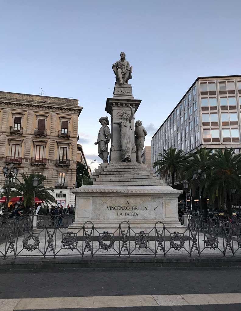 Piazza-stesicoro-catania-monumento-a-vincenzo-bellini