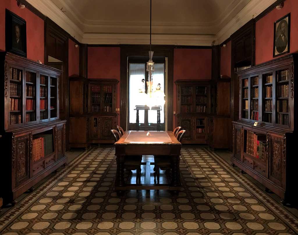 Museo-casa-di-giovanni-verga-biblioteca