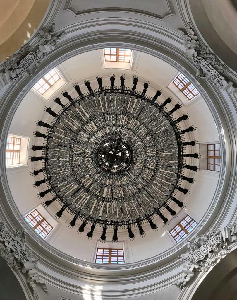 badia-santagata-catania-interno-rococo-cupola-lampadario-circolare