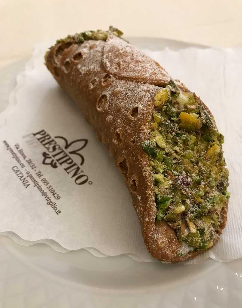 cannolo-al-pistacchio-da-prestipino-catania-via-etnea