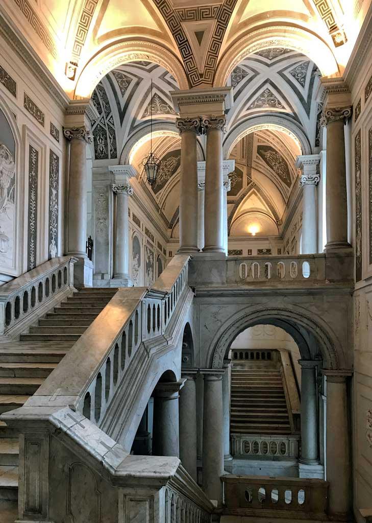 monastero-dei-benedettini-di-catania-scalone-monumentale-arcate-marmo-gesso