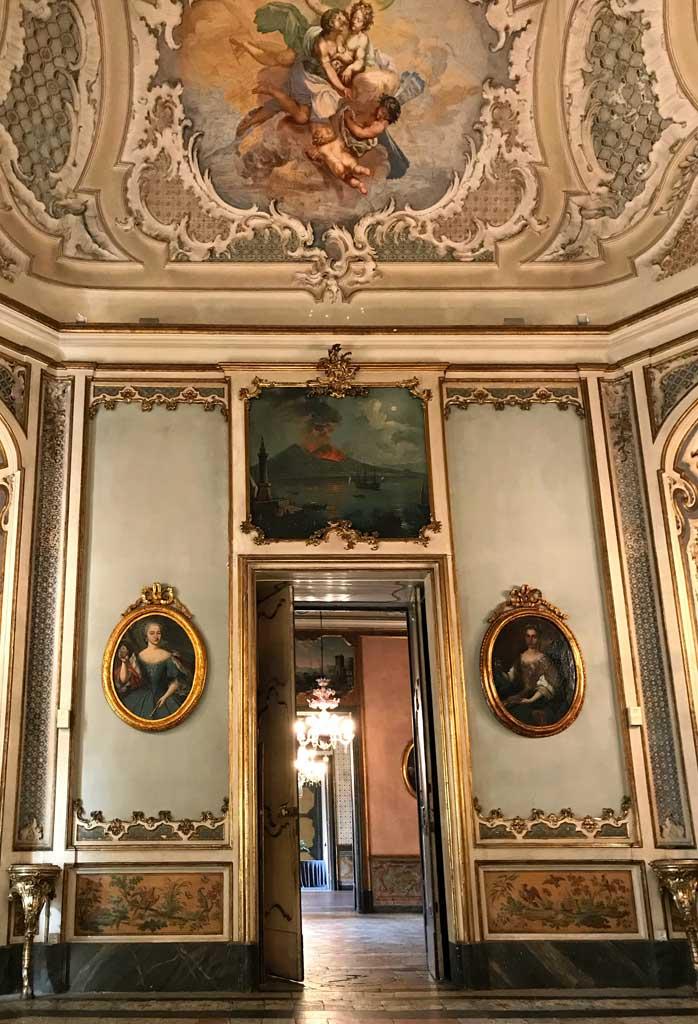 palazzo-biscari-catania-dettaglio-salone-delle-feste-affresco-quadri-famiglia-paterno-castello-di-biscari