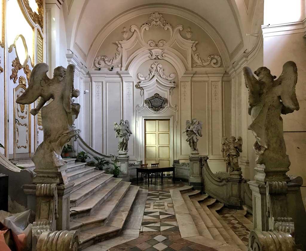sito-storico-di-san-benedetto-catania-scalone-degli-angeli-statue-stile-barocco