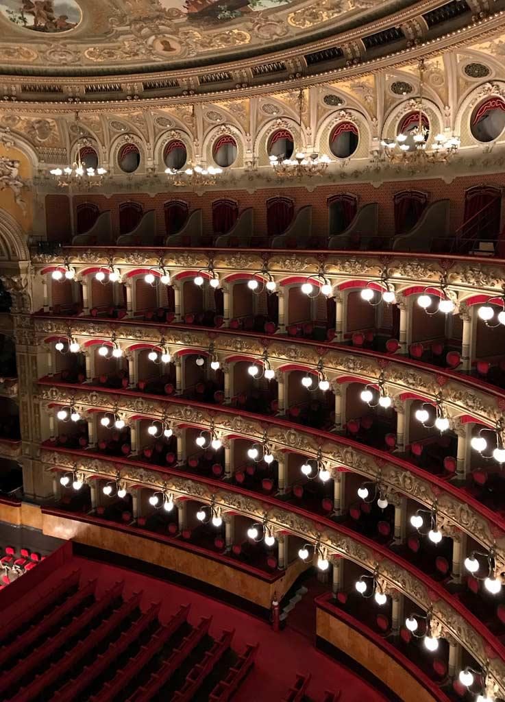 teatro-bellini-catania-palchi-luci-decorazioni-barocche-platea-rossa