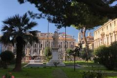cattedrale-di-catania-vista-verso-piazza-del-duomo-giardino-palma-albero