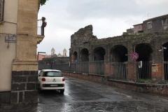 odeon-teatro-romano-di-catania-via-teatro-greco-auto-parcheggiata