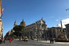 piazza-del-duomo-di-catania-palazzo-del-municipio-cattedrale-di-santagata-fontana-dellelefante