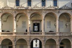 Palazzo-delluniversita-di-catania-vista-del-cortile-interno-palazzo-barocco