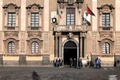 Piazza-duomo-catania-palazzo-degli-elefanti-ombra-statua-dellelefante