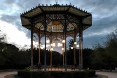 chiosco-della-musica-villa-bellini-catania-lampioni-accesi-stile-liberty