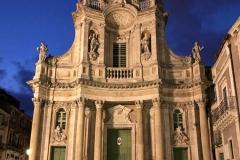 facciata-della-collegiata-via-etnea-catania-durante-lora-blu