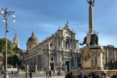 piazza-del-duomo-di-catania-statua-dellelefante-facciata-della-cattedrale-di-santagata