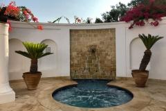 Anassa-hotel-Cipro-palme-e-piccola-fontana-del-giardino