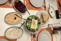 to-anamma-restaurant-ledras-nicosia-meze-pranzo-salse-insalata-greca-formaggio