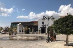 ingresso-della-marina-nuova-di-limassol-vista-fontana-albero-ristorante