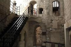 castello-di-limassol-interno-mura-di-pietra-scalinata