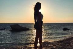 Roccia-di-Venere-costa-di-pafos-petra-tou-romiou-ragazza-bellissima