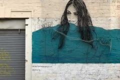 limassol-cipro-street-art-in-athinon-street-ragazza-formata-da-fil-di-ferro