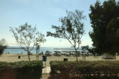vista-del-lungomare-di-limassol-spiaggia-e-mare