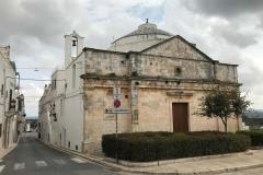 chiesa-di-cristo-a-cisternino-esterno-cielo-nuvoloso