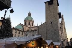 Como-mercatini-di-natale-via-plinio-duomo-broletto-cupola-cielo