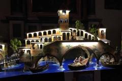 Como-piazza-grimoldi-chiesa-san-giacomo-mostra-dei-presepi-barche-ponte