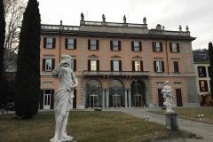 Como-ville-sul-lungolago-chilometro-della-conoscenza-statue-giardino