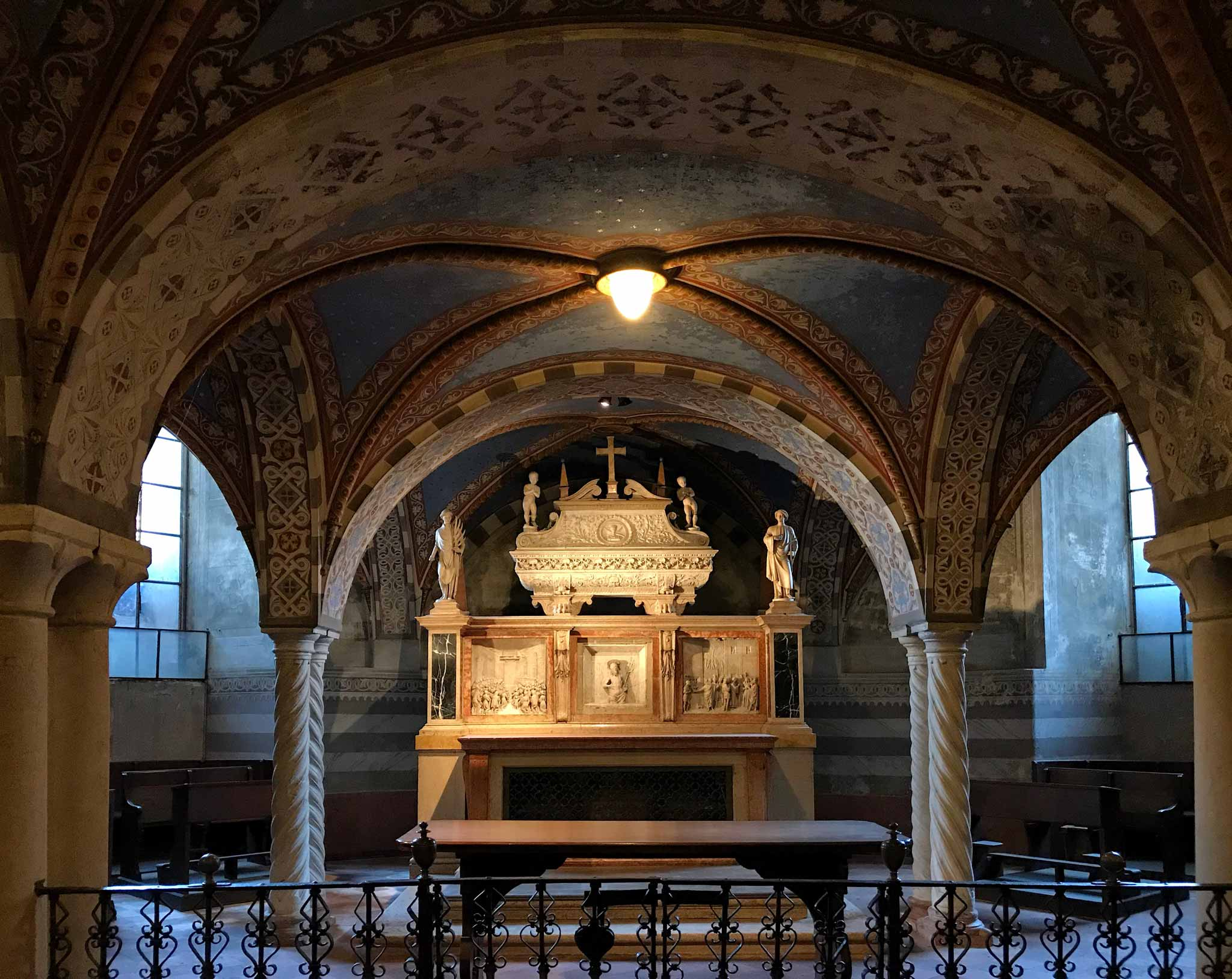 Cattedrale-di-Cremona-cripta-arca-santi-marcellino-e-pietro