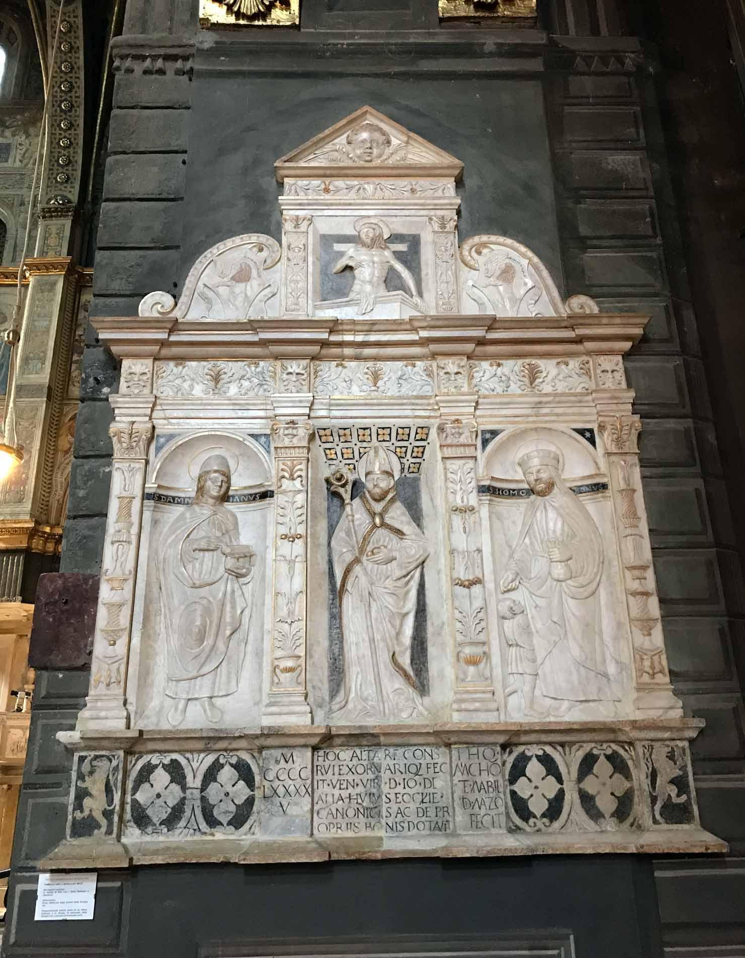Cattedrale-di-Cremona-interno-pollittico-medievale-marmo-bianco-santi