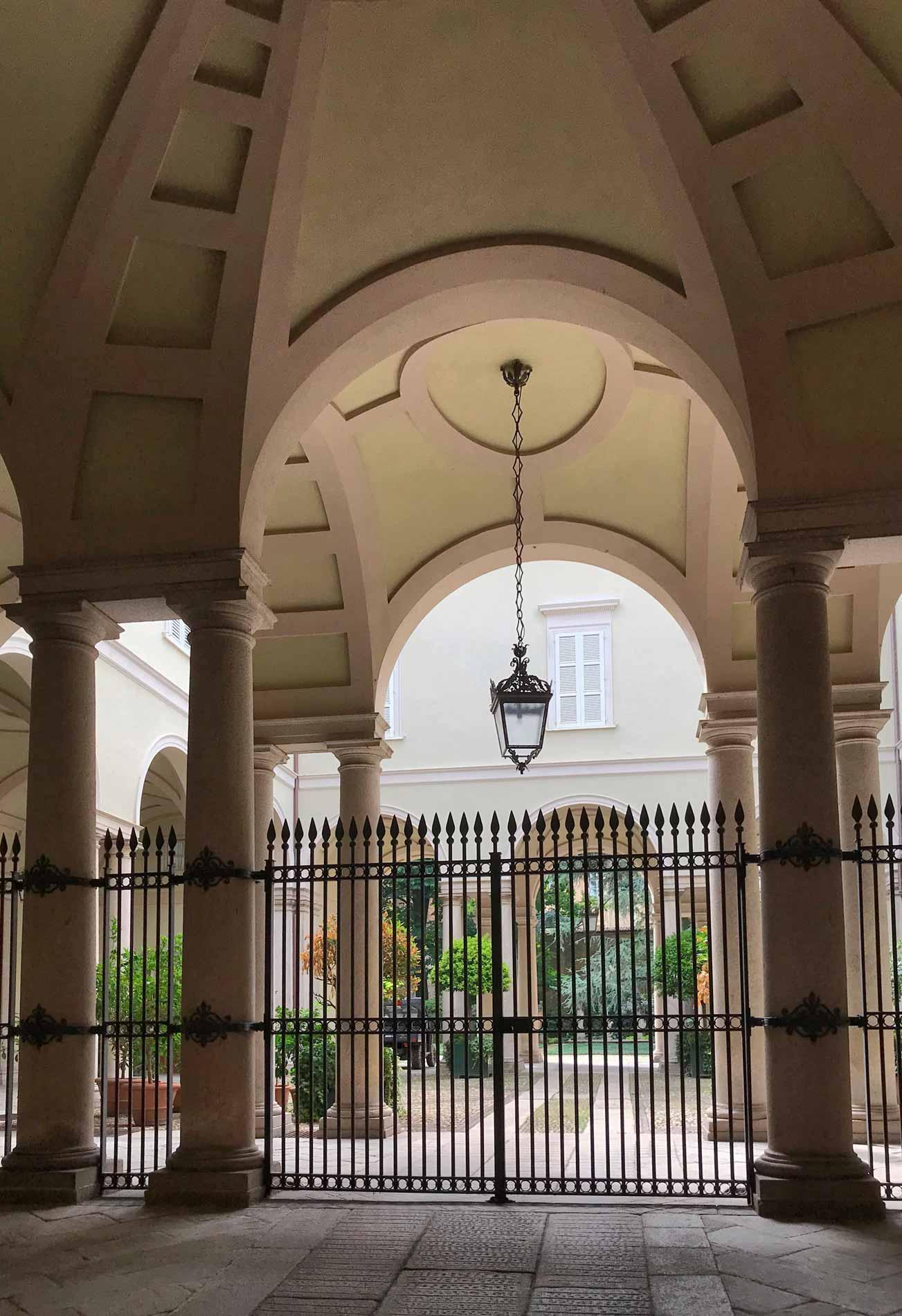 cremona-palazzo-pallavicino-carotti-corso-matteotti-atrio-cortile-neoclassico