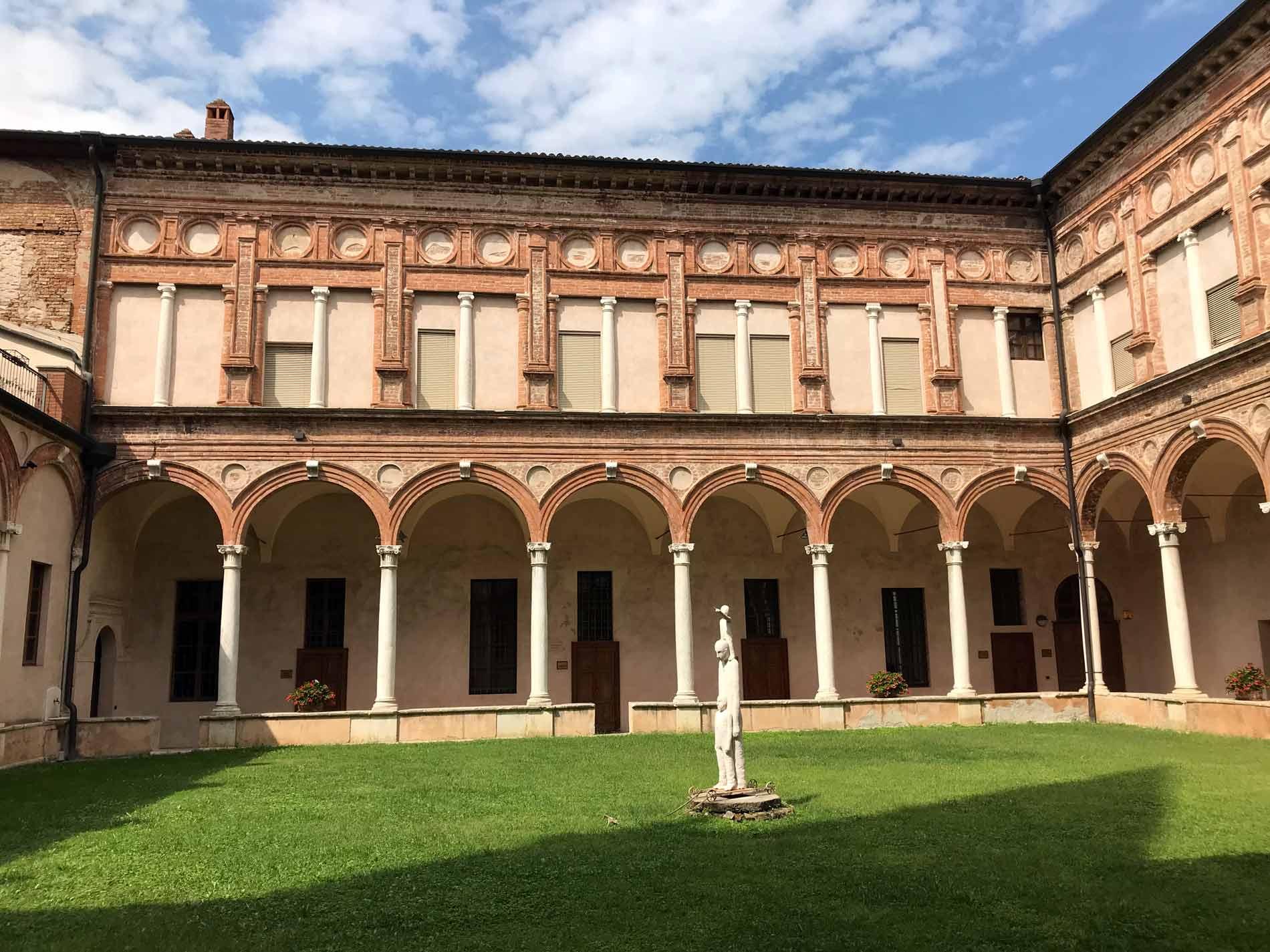 cremona-chiesa-SantAbbondio-chiostro-rinascimentale-bramantesco-colonne