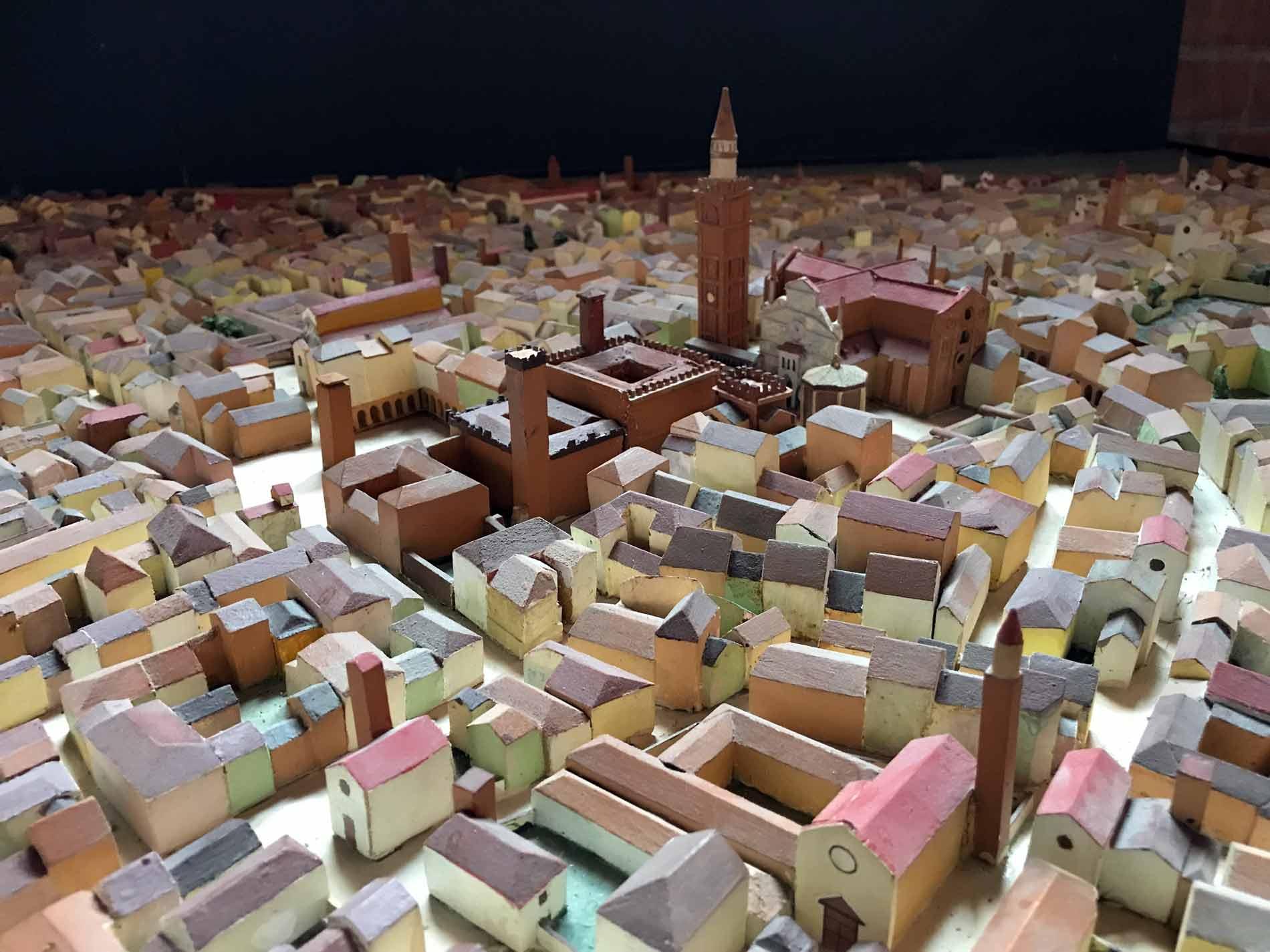 Palazzo-Comunale-Cremona-modellino-città-medievale-colorato-sala-dei-Decurioni