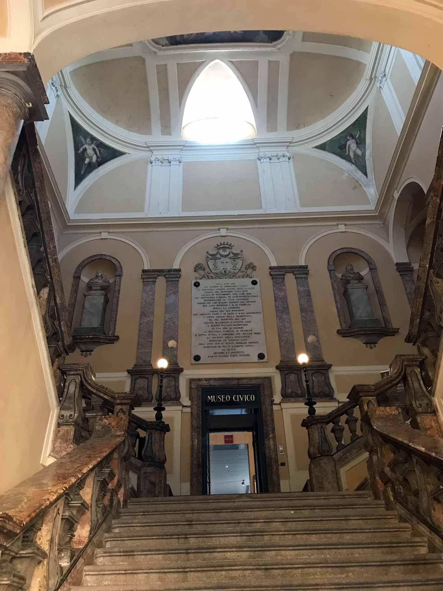 Museo-civico-ala-ponzone-cremona-scalinata-marmo-ingresso-museo